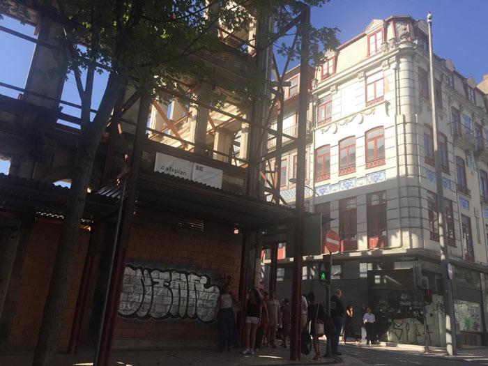 33745824a59 Pormenor de prédios no gaveto da rua de Sá da Bandeira com rua Formosa