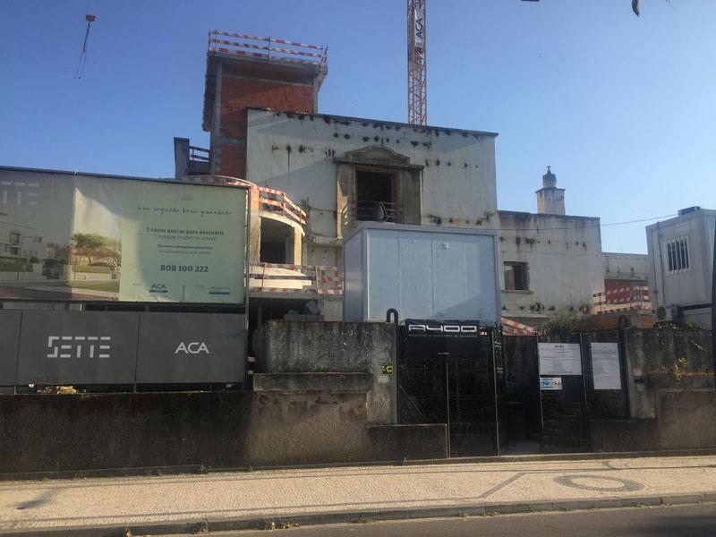 2140daaf852 Casa em obras para condomínio de prédios de gaveto com avenida do Marechal  Gomes da Costa e rua Fernão Lopes de Castanheda